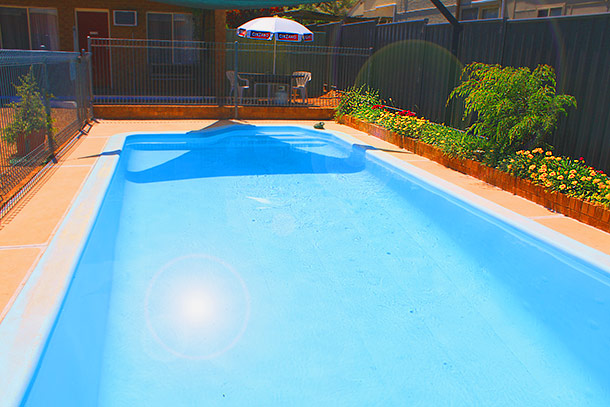 Pool and BBQ area at Camellia Motel - Narrandera NSW